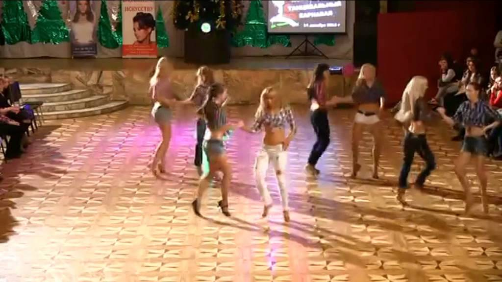 smotret-molodaya-amerikanka-tantsuet-seks-igri-barbi-onlayn