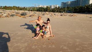 Tụi con vẽ trên cát tặng ông bà ngoại và ba mẹ Color Man