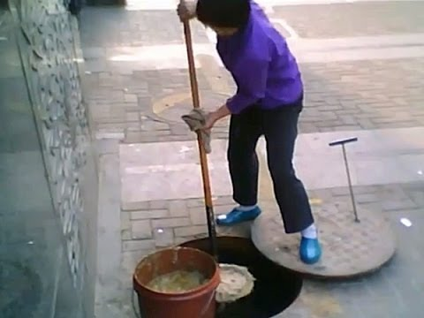 WARNING: Gutter Oil In China Used In Street Food
