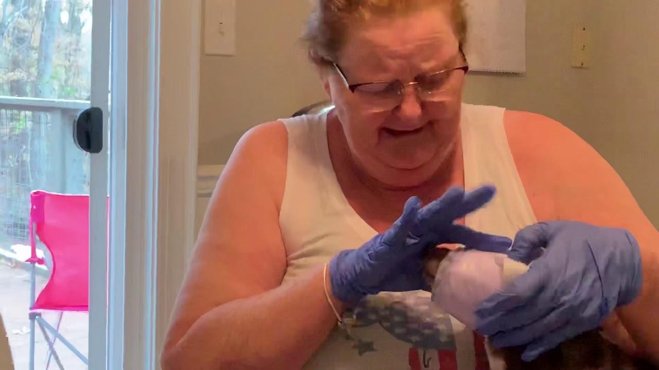 watch my mom make corona masks out of pads ????