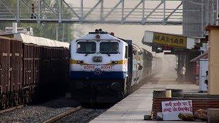 Terrifically honking ET WDP-4B led Sanghamitra Express accelerates through Maihar!!