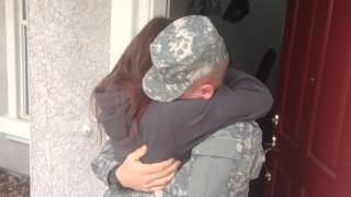 U.S. Army soldier surprises wife for Christmas