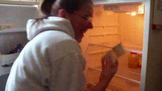 Time to clean your icebox!!!!(Clean your icebox - how often do you clean??, 2009-04-07T23:49:07.000Z)