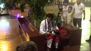 Video Man in Beethoven Tie Rocking the Erhu download MP3, 3GP, MP4, WEBM, AVI, FLV Agustus 2017