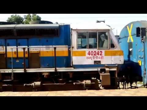 Loco Change and Panto Change at Daund Junction I Diesel to Electric I 16340 Nagercoil Mumbai Express
