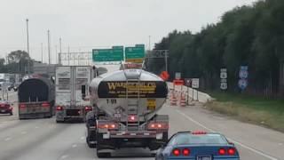 最狂美國警匪追逐,卡車從拍攝者旁擦過,拍攝者:「兄弟,這太屌了。」(中文字幕)