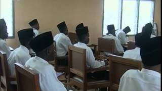 Visit to Jamia Ahmadiyya Ghana in 2004 (Urdu commentary)