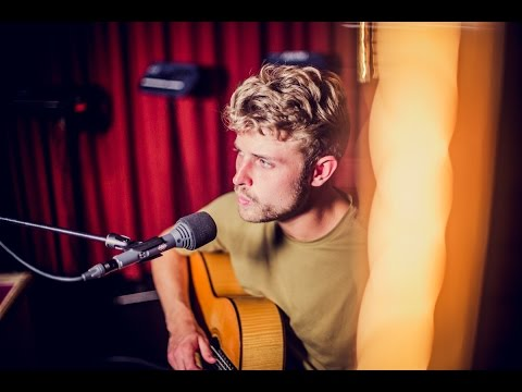 Lost Frequencies ft. Sandro Cavazza - Beautiful Life (live)