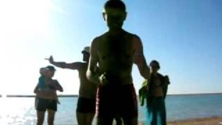 Зажигательный танец на пляже.avi