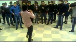 Супер танцоры и маленькая девочка зажигают (Daghestan Dance)