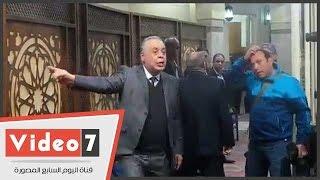 نقيب الممثلين للمصورين بعزاء صلاح رشوان: