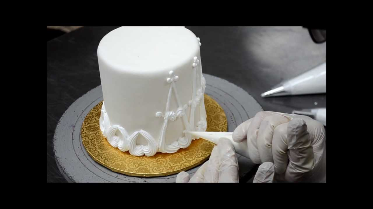 Easy Cake Decorating Ideas With Buttercream Icing : Designing a cake out with buttercream Easy Cake Decorating Ideas - YouTube