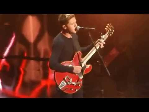 This Town (Live) / Niall Horan / Jingle...