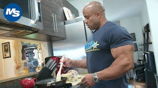 What Bodybuilders Eat for Breakfast | Big Victor Martinez's Morning Meal
