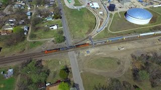 2016-03-14 BNSF at Emporia KS (drone video) 1080p(Trainwatching the BNSF at Emporia KS. we use the camcorder for ground shots and audio and a DJI Phantom 3 Pro drone for the aerials. It is a joint effort since ..., 2016-03-29T21:40:38.000Z)