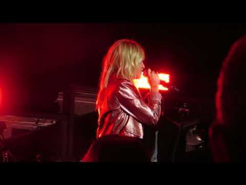"Kelsea Ballerini ""Roses"" Live @ PNC Bank Arts Center,"