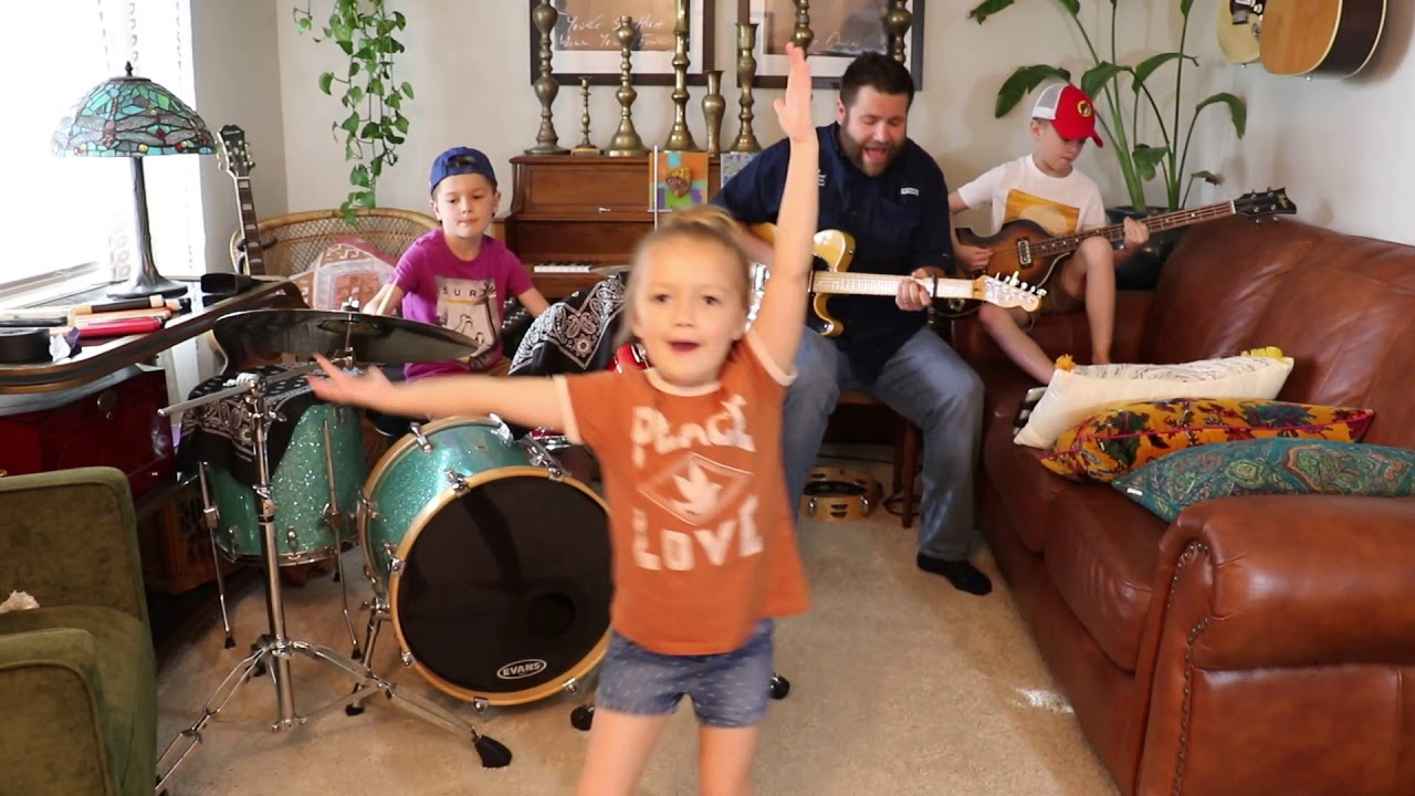 """Colt Clark and the Quarantine Kids play """"Dancing in the Moonlight"""""""