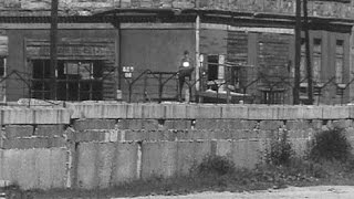 13 agosto 1961 Berlino divisa dal Muro della Vergogna