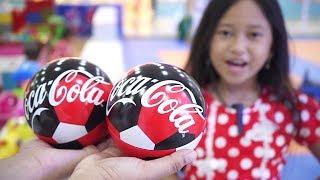 Buka Surprise Ball 💖 Hadiah Mama buat Jessica Jenica 💖 Mainan Anak Kinder Joy