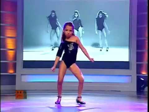 MINI BEYONCE Dancing SINGLE LADIES