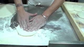 Pizza Napoletana - Impasto Salvatore Di Matteo - STG - fase di stesura - 1°