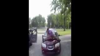 Black girl twerk on the car