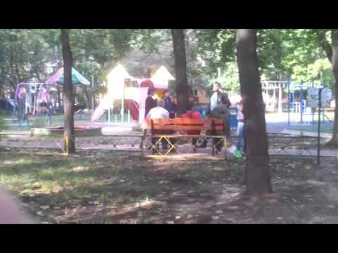Алкаши занимаются сексом на детской площадке