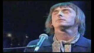 Paul Weller plays Broken Stones