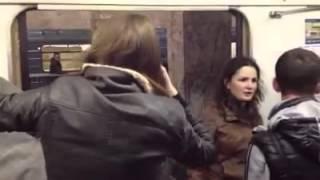 Девки хамят в метро / Girls are rude on the subway