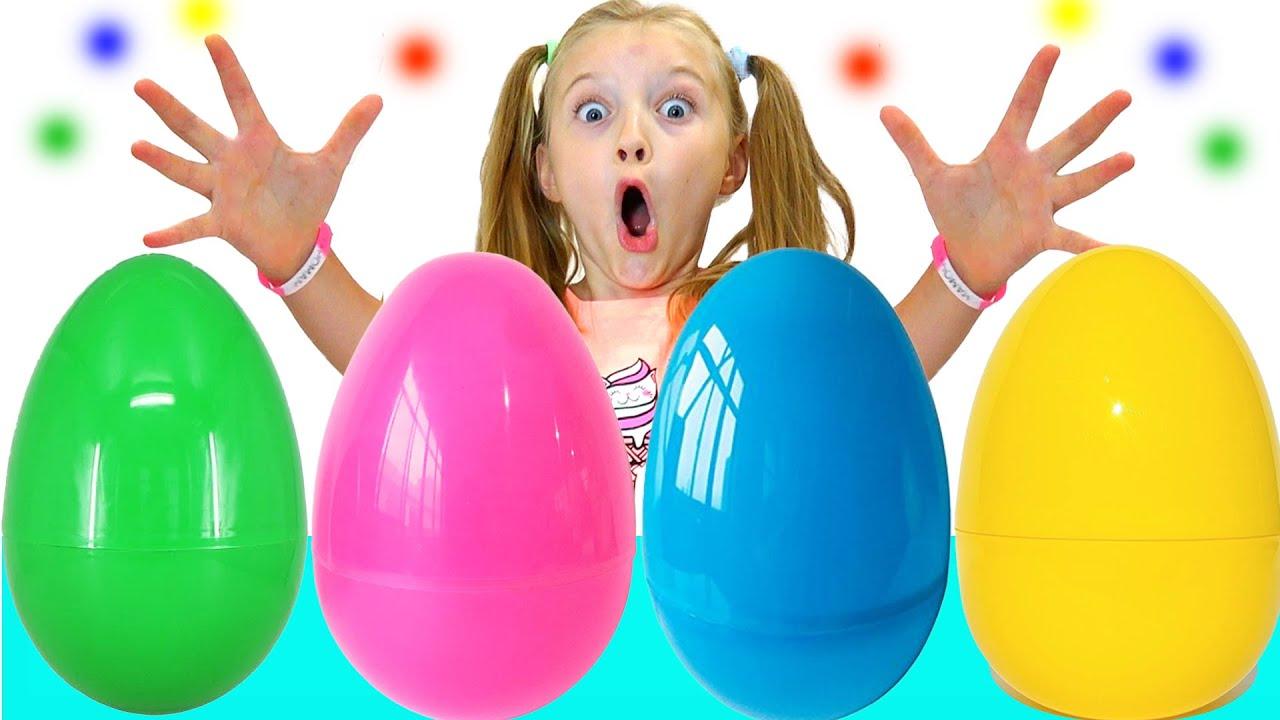 Полина открывает гигантские яйца с сюрпризами История для детей