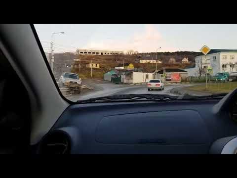 Land Cruiser повис на леерном ограждении в Корсакове