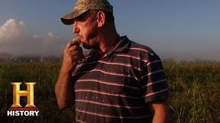 Swamp People: Troy And His Hunting Dogs
