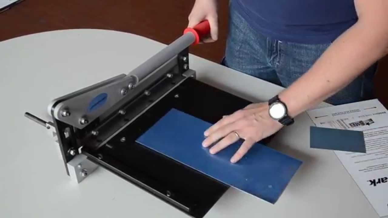 Cesoia a ghigliottina per il taglio di lastre in metallo e plastica youtube - Fermatovaglia per tavoli di plastica ...