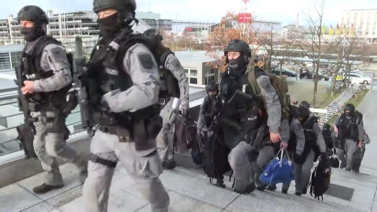 """GEFÄHRDER AM FLUGHAFEN: """"Junge, arabisch aussehende Männer an der Sicherheitsschleuse"""""""