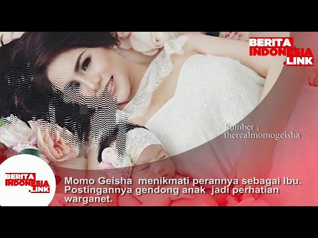 Momo Geisha menikmati perannya sebagai Ibu. Postingannya gendong anak jadi perhatian warganet.