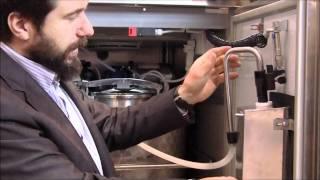 Итальянский аппарат по продаже молока(Работа итальянского молочного автомата на выставке АгрФерма-2011 Размещено на www.fermer.ru., 2011-04-24T23:27:10.000Z)