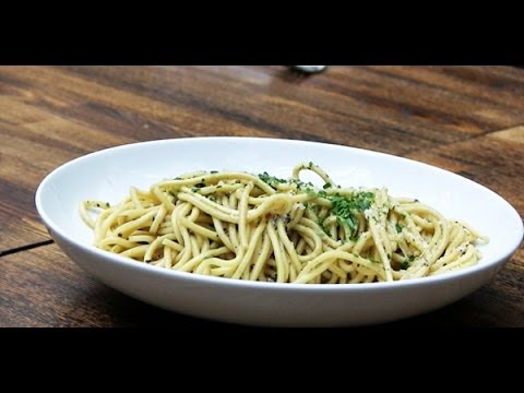 VIDEO: The Easiest, Cheesiest Pasta | HuffPost Life