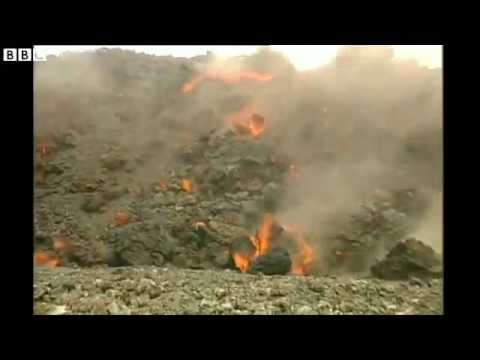Eruption Of The Pico do Fogo Volcano On The Cape Verde Island of Fogo (RAW VIDEO)