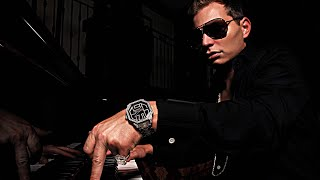 Scott Storch Playing Some Of His Classic Beats On The Piano