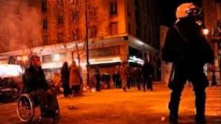 Greek Crisis (Mikis Theodorakis-Eimaste dio)