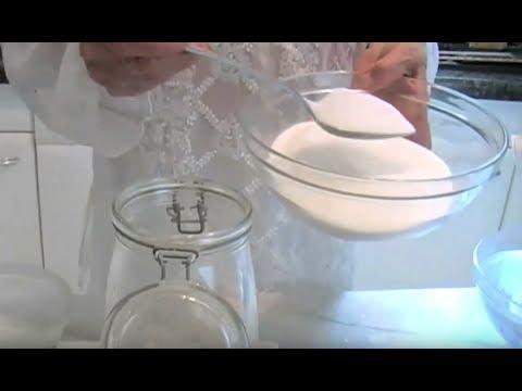 liqueur aux noyaux d 39 abricots par mamy monica la cuisine de monica youtube. Black Bedroom Furniture Sets. Home Design Ideas