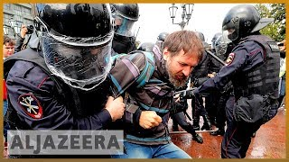 Russian police detain hundreds at Moscow protest