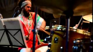 Baixar Maracatu atômico - Julio Bittencourt Trio - part. Raphael Maracapucho