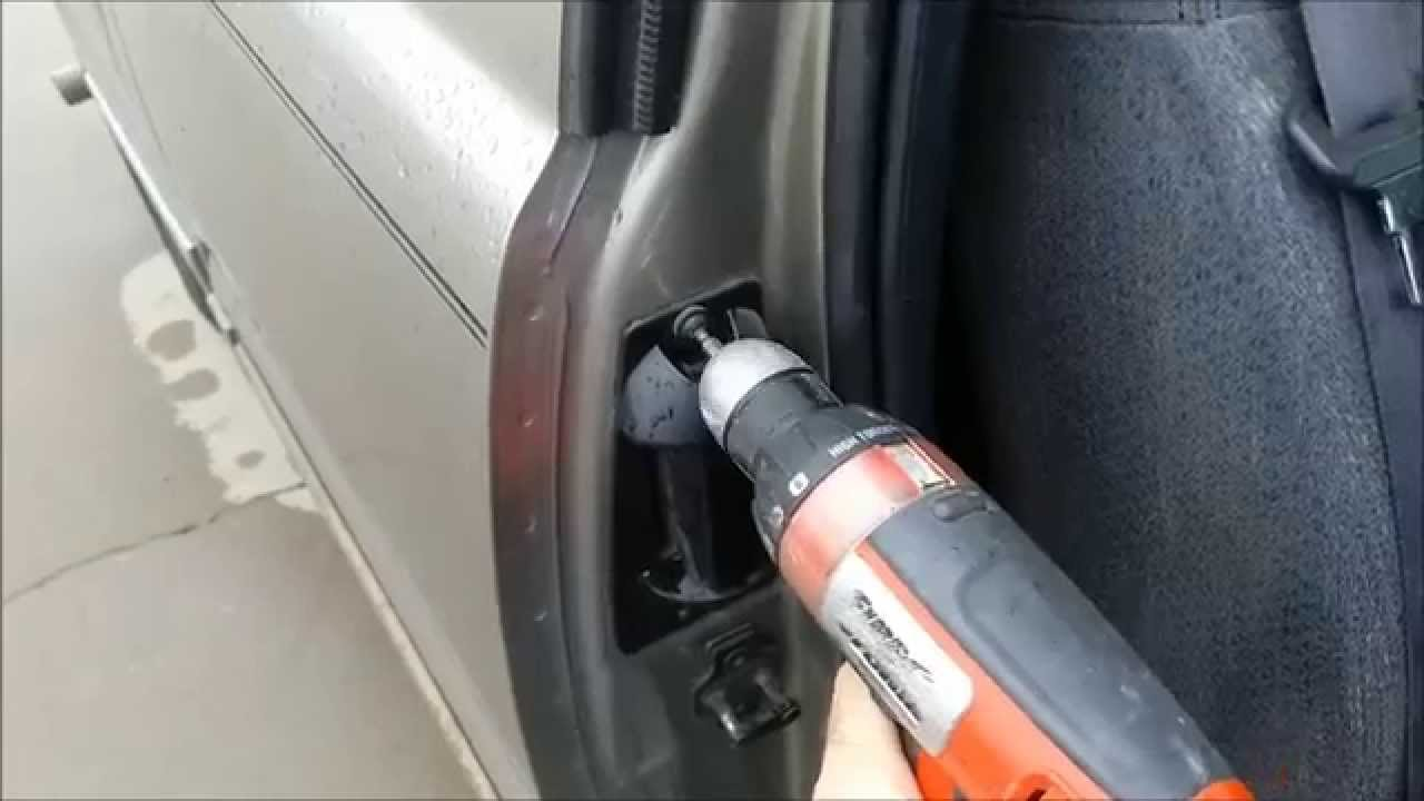 Replacing Rear Extended Cab Door Handle On A 1999 2006 Chevy Silverado Youtube Youtube