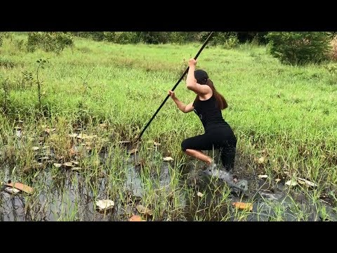Unbelievable Girl Spearfishing defeated by a MONSTER Fish