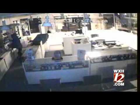 Jewelry Store Smash-And-Grab Caught On Camera