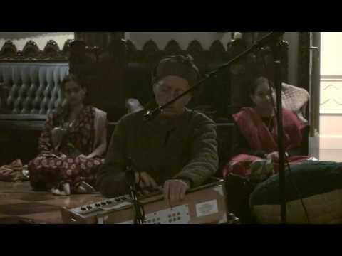 Bhajan - New Year's Eve 2010 - Mukunda Datta das - 19/22