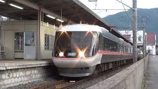 【383系特急ワイドビューしなの17号】が塩尻駅6番線に到着します(^^;)…6両編成です。