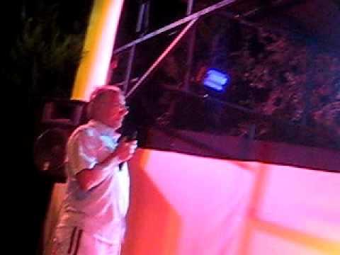 Irish Gobshite sings in St Tropez