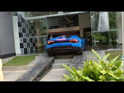 Parking Lamborghini's inside Showroom in INDIA(Bangalore)!!!
